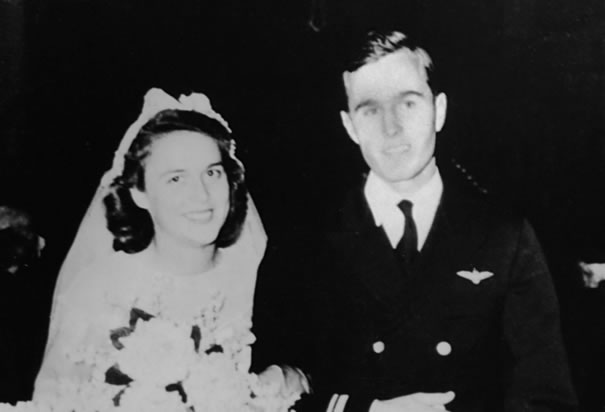 باربرا بوش .... زوجة الرئيس السابق جورج بوش الأب george-bush-barbara-wedding.jpg